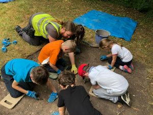 Secondary school students at the Vinegarth dig